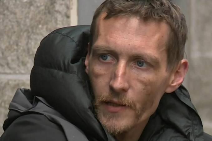 Morador de rua auxilia vítimas de atentado em Machester, Inglaterra