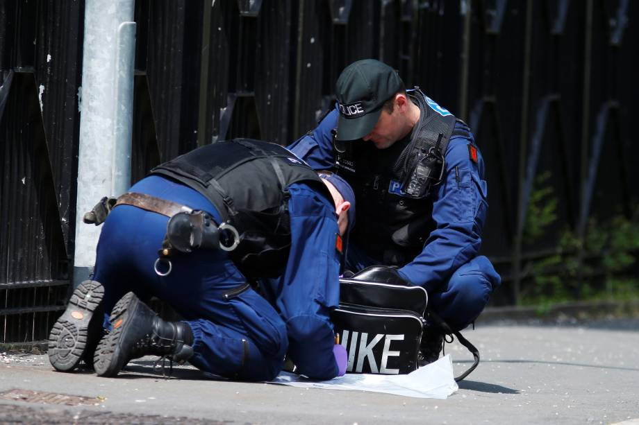 Polícia investiga uma mala suspeita no centro de Manchester, na Inglaterra - 25/05/2017