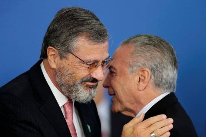 Novo ministro da Justiça, Torquato Jardim, e o presidente Michel Temer