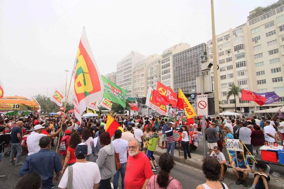 Manifestantes fazem um protesto contra o presidente Michel Temer e pedem diretas já, em Copacabana - 28/05/2017