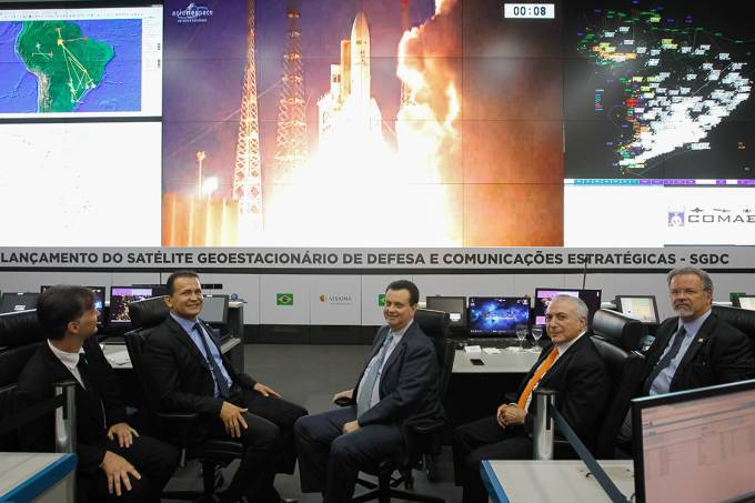 O presidente Michel Temer acompanha o lançamento do Satélite Geoestacionário de Defesa e Comunicações Estratégicas