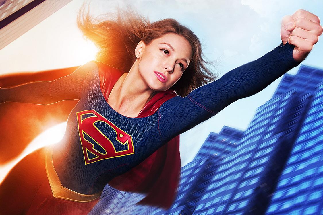 Melissa Benoist como Supergirl, a priminha de Clark Kent