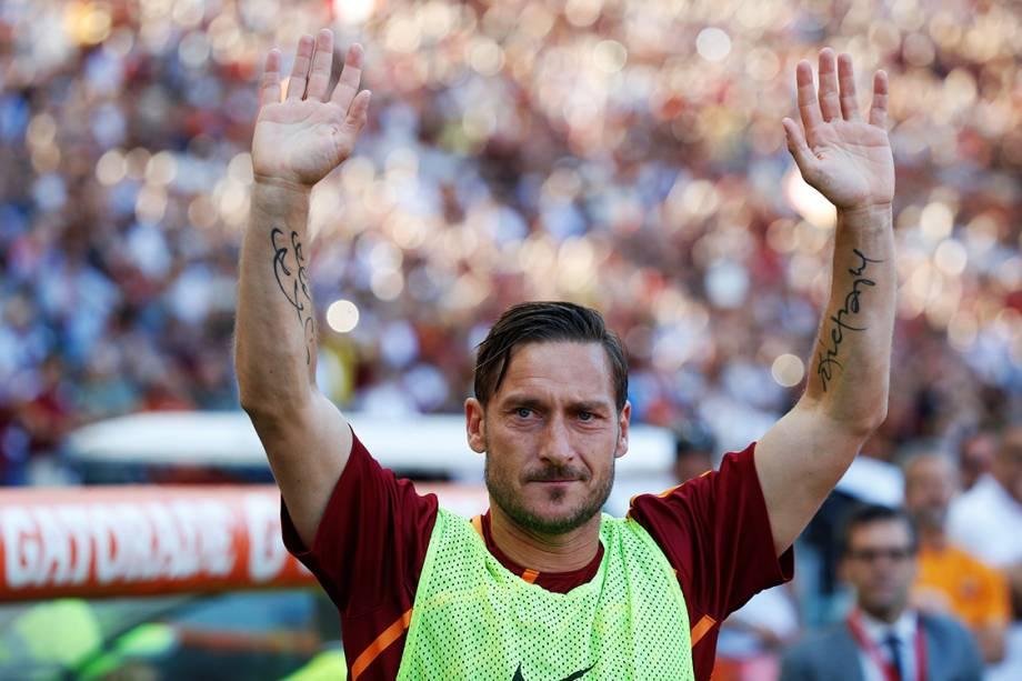 Francesco Totti é homenageado em sua despedida do clube