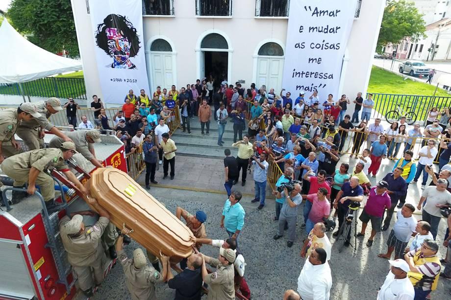 Corpo de Belchior chega à Sobral (CE), na manhã desta segunda-feira (1)