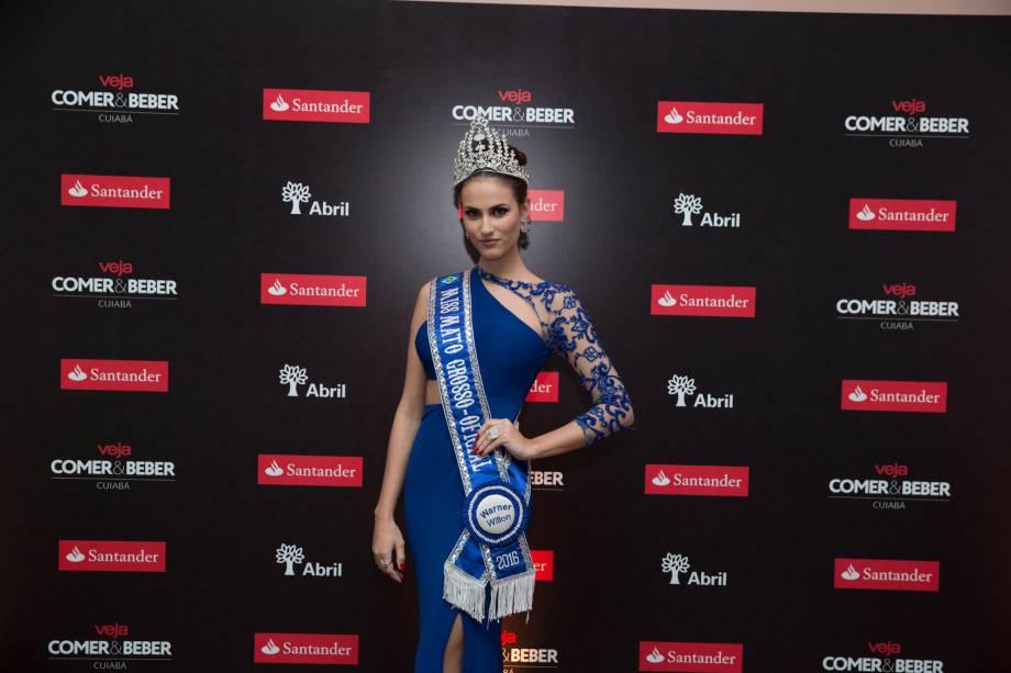 A miss Mato Grosso Taiany Zimpel: muitas selfies com os convidados