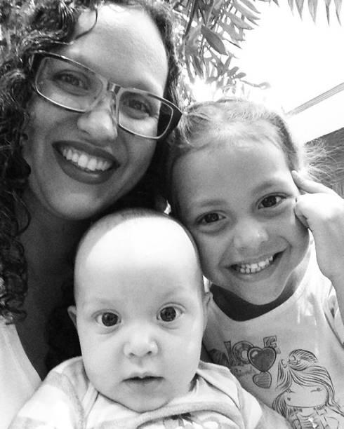 <span>A arquiteta e doula Aline França, de 34 anos, tem duas filhas e decidiu transformar sua placenta em cápsulas após o parto da segunda</span>