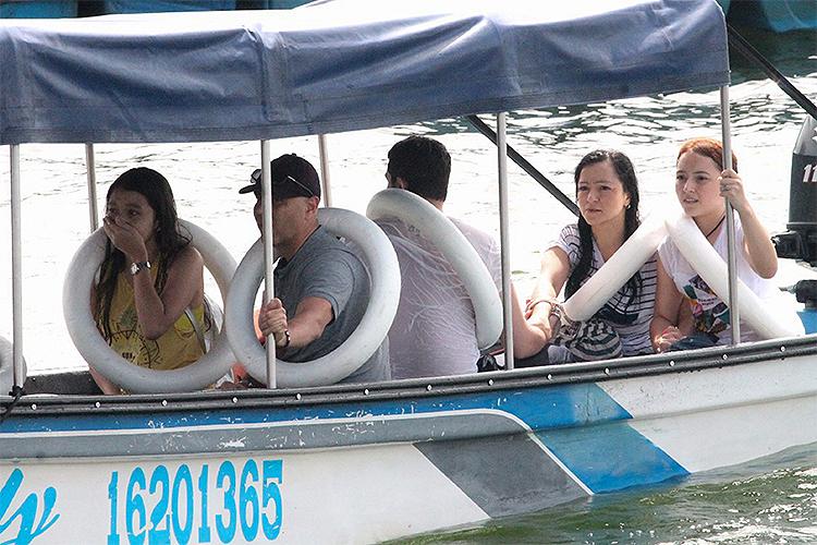 Uma embarcação naufragou em uma represa de Guatapé, região turística situada a 80 quilômetros de Medellín, na Colômbia - 25/06/2017