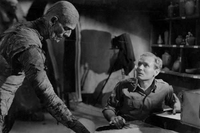Boris Karloff e Bramwell Fletcher no filme 'A Múmia' (1932)