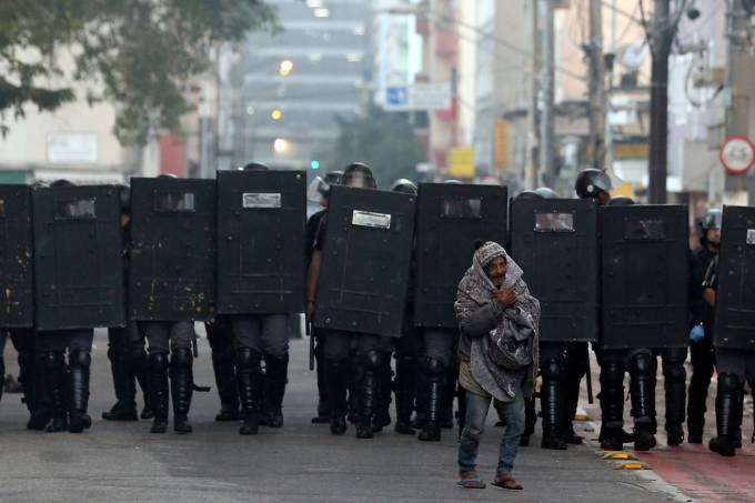 Polícia Militar realiza operação na Cracolândia