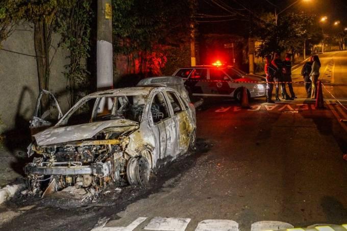 Veículo incendiado no Morumbi