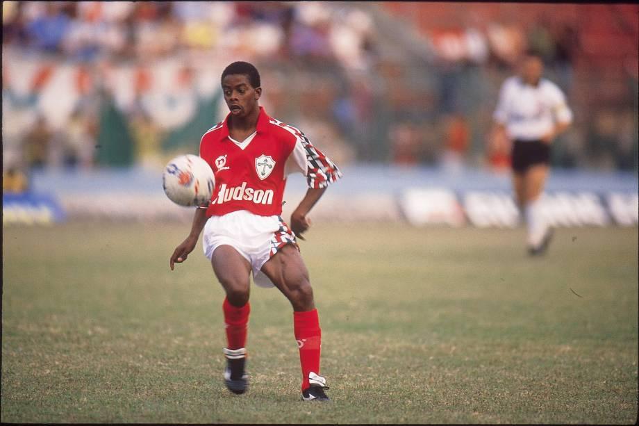 O atacante Dener, da Portuguesa durante partida contra o Corinthians no Campeonato Pauslista de 1991