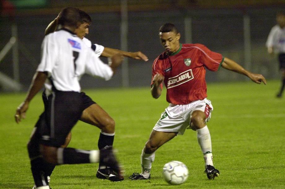O atacante Ricardo Oliveira em ação pela Portuguesa na Copa do Brasil em 2001