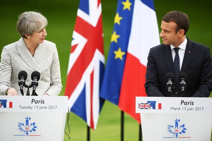 A primeira-ministra Theresa May e o presidente francês Emmanuel Macron