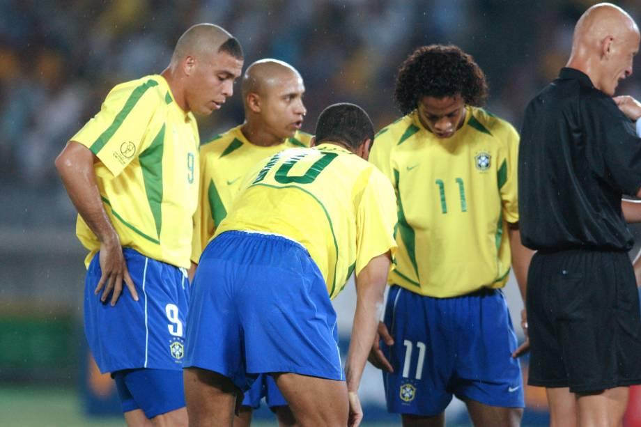 Ronaldinho, Roberto Carlos, Rivaldo e Ronaldinho Gaúcho decidem quem bateria falta diante da Alemanha