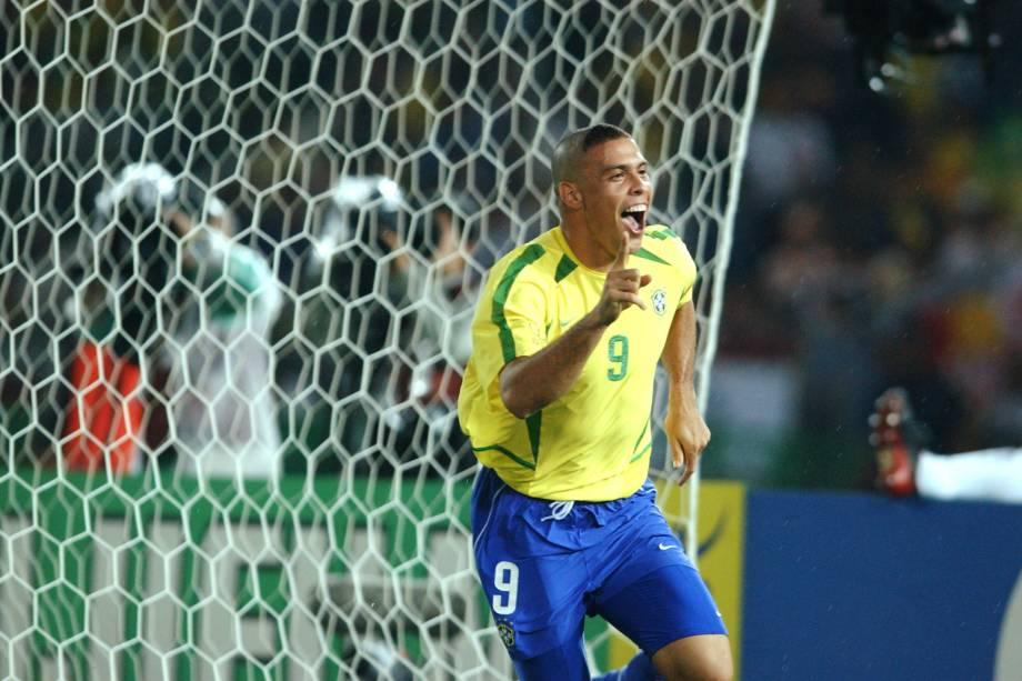Ronaldo comemorando gol no jogo entre Brasil e Alemanha na final da Copa do Mundo de 2002.