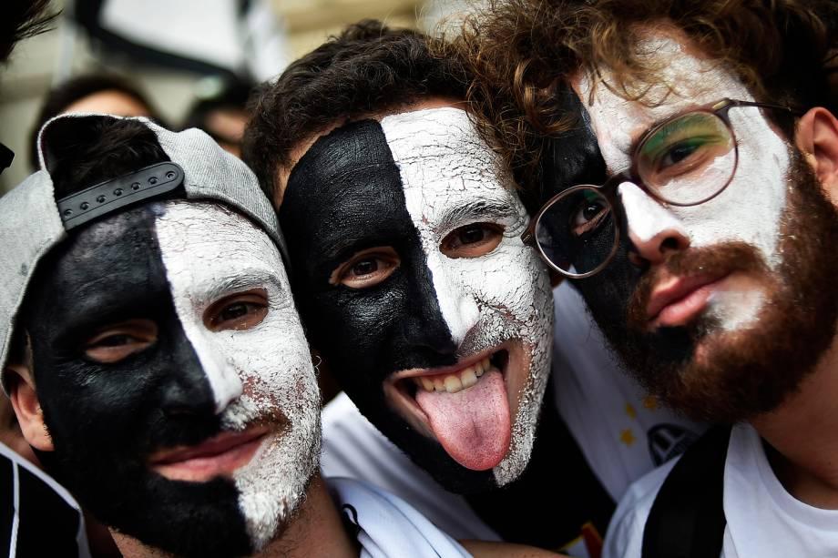 Fãs da Juventus chegam a Piazza San Carlo, em Turim, na Itália para acompanhar a final da Liga dos Campeões da Europa - 03/06/2017