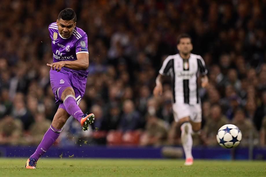 Casemiro do Real Madrid marca o gol durante a partida contra a Juventus na final da Liga dos Campeões da Europa no Millenium Stadium, em Cardiff, no País de Gales - 03/06/2017