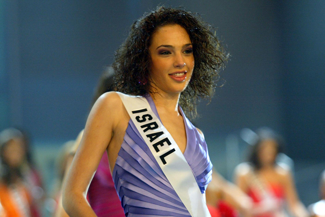 Gal Gadot viajou para Quito, no Equador, para disputar o Miss Universo, em 2004