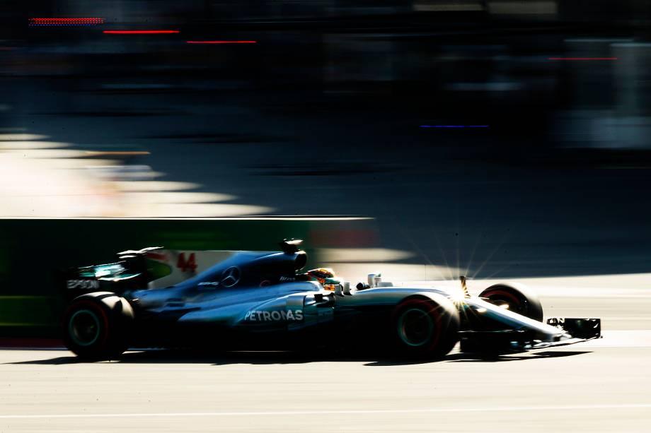 O piloto inglês Lewis Hamilton durante o Grande Prêmio do Azerbaijão. - 25/06/2017