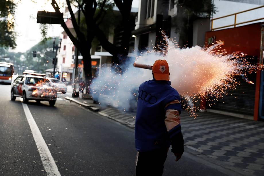 Membro do Movimento dos Sem-Teto protesta contra reformas propostas pelo Governo Temer, em São Paulo - 30/06/2017