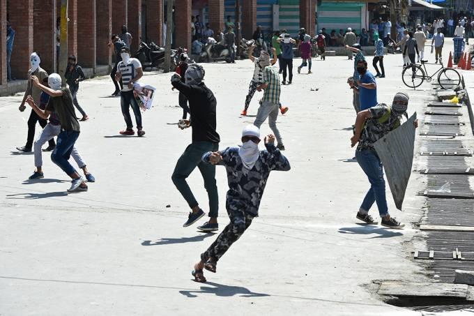 Imagens do dia – Protesto na Caxemira