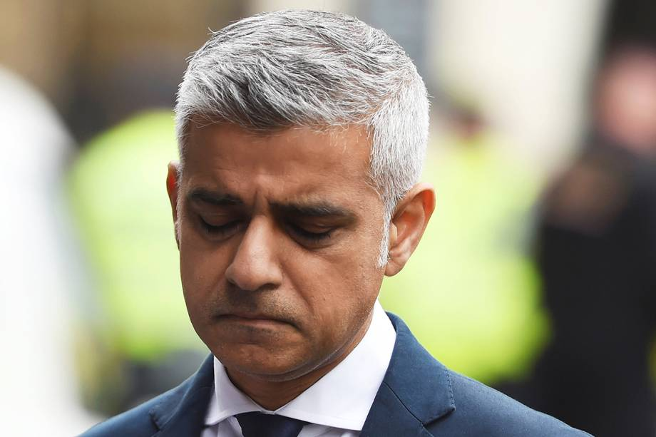 Prefeito de Londres, Sadiq Khan, visita a ponte de Londres e o Mercardo Borough, após ataque que deixou 7 mortos e dezenas de feridos, em Londres - 05/06/2017