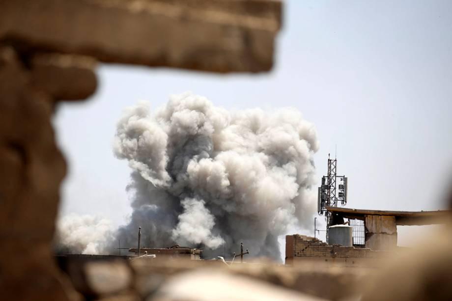 Exército iraquiano bombardeia base do Estado Islâmico, em Mosul - 05/06/2017