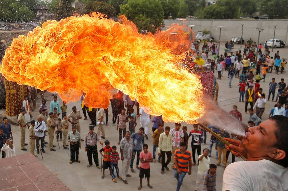 A Hindu devotee performs a stunt with fire during the Jal Yatra procession ahead of the annual Rath Yatra, or chariot procession, which will be held on June 25, in Ahmedabad, India, June 9, 2017. REUTERS/Amit Dave     TPX IMAGES OF THE DAY