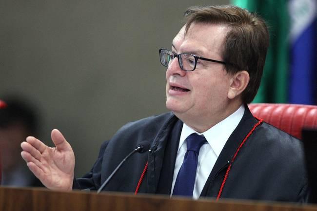 Ministro Herman Benjamin profere seu voto, durante sessão plenária do TSE, para julgamento da chapa Dilma-Temer, em Brasília