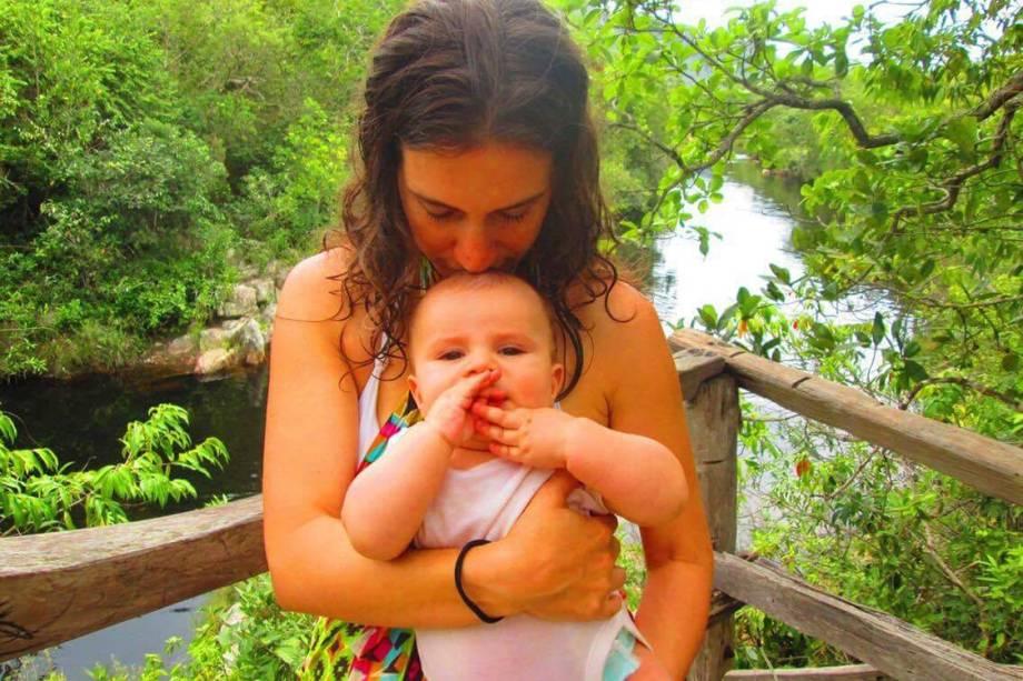 <span>A terapeuta floral Julia Pá, de 32 anos, decidiu encapsular a placenta após o parto do primeiro filho, Estevão, que está com dez meses</span>