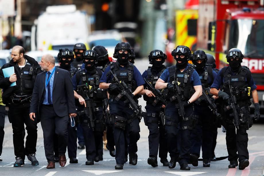 Segurança é reforçada após uma van atropeloar pedestres na London Bridge e pessoas serem esfaqueadas no Borugh Market, em Londres - 04/06/2017