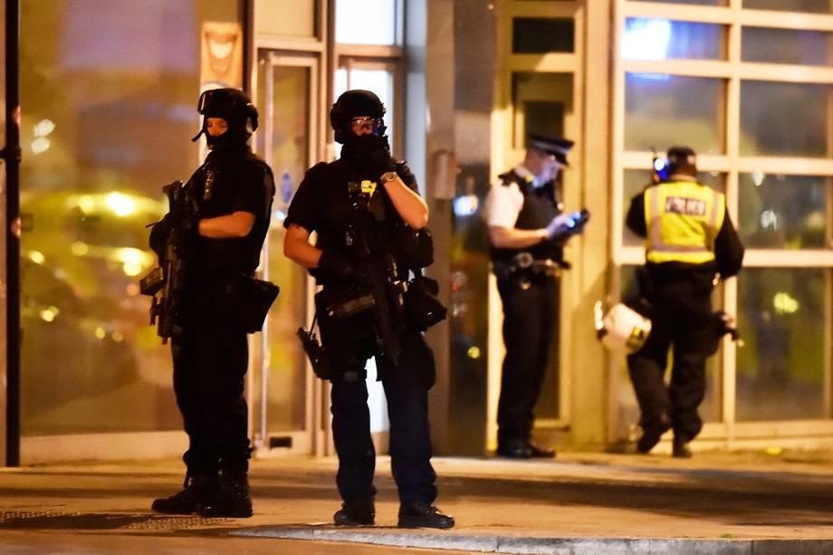 Policiais se dirigiram para a região da London Bridge - 03/06/2017