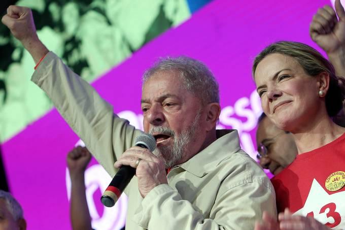FGleisi Hoffmann ao lado de Lula