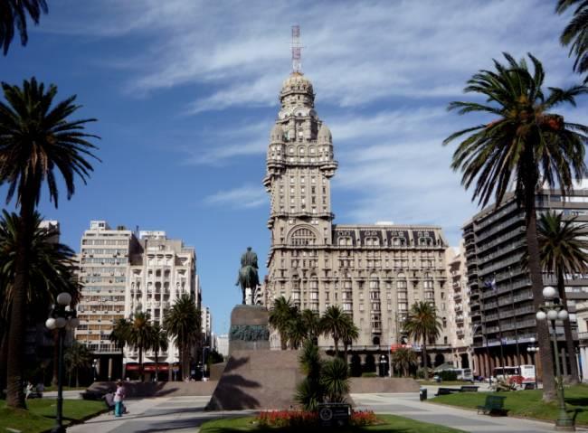 Lugares baratos para passar as férias de julho: Montevidéu, Uruguai