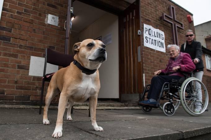 Ingleses vão às urnas para votar nas eleições gerais