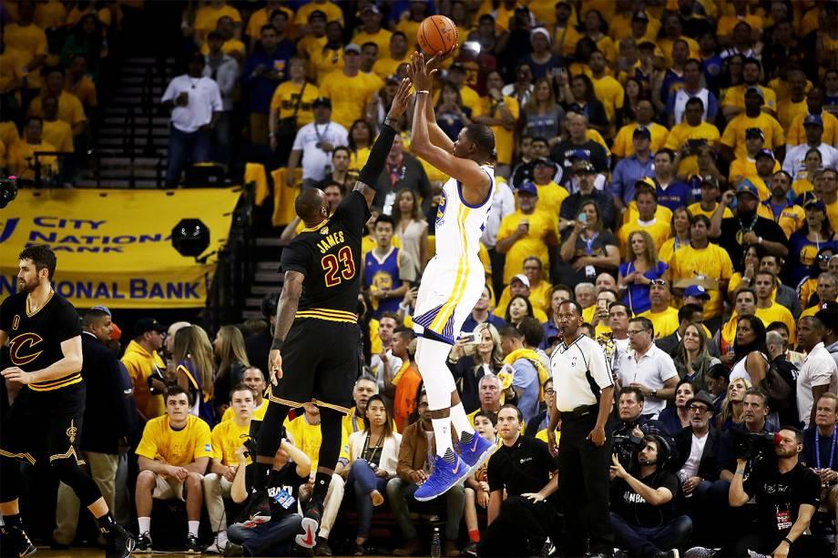 Kevin Durant do Golden State Warriors recebe o Cleveland Cavaliers para a segunda partida da final da NBA - 05/06/2017