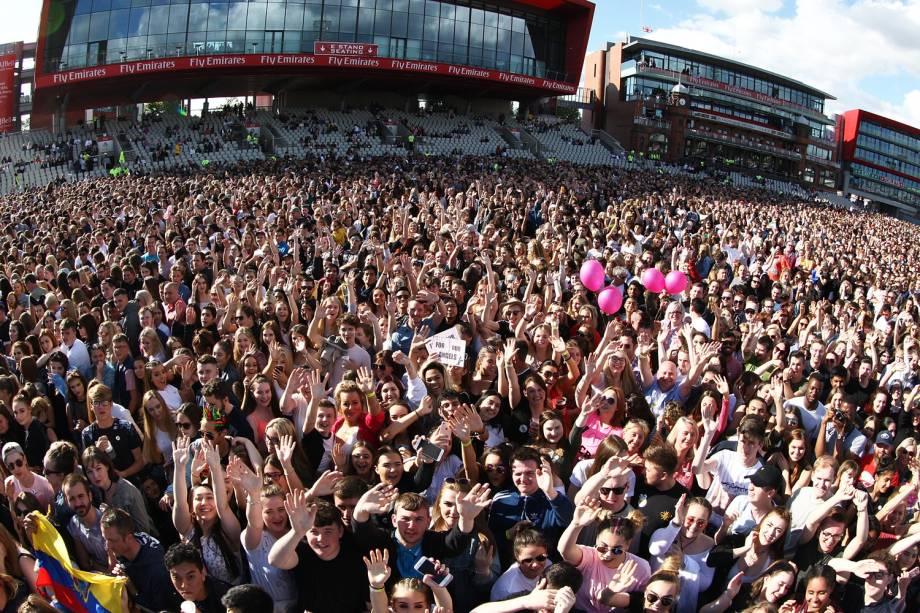 Público antes do show beneficente One Love Manchester, com a apresentação de Ariana Grande e artistas internacionais  - 04/05/2017
