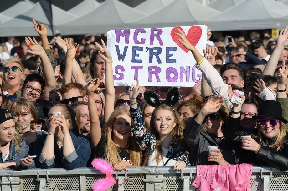 Fãs da cantora Ariana Grande durante o show beneficente One Love Manchester  - 04/05/2017