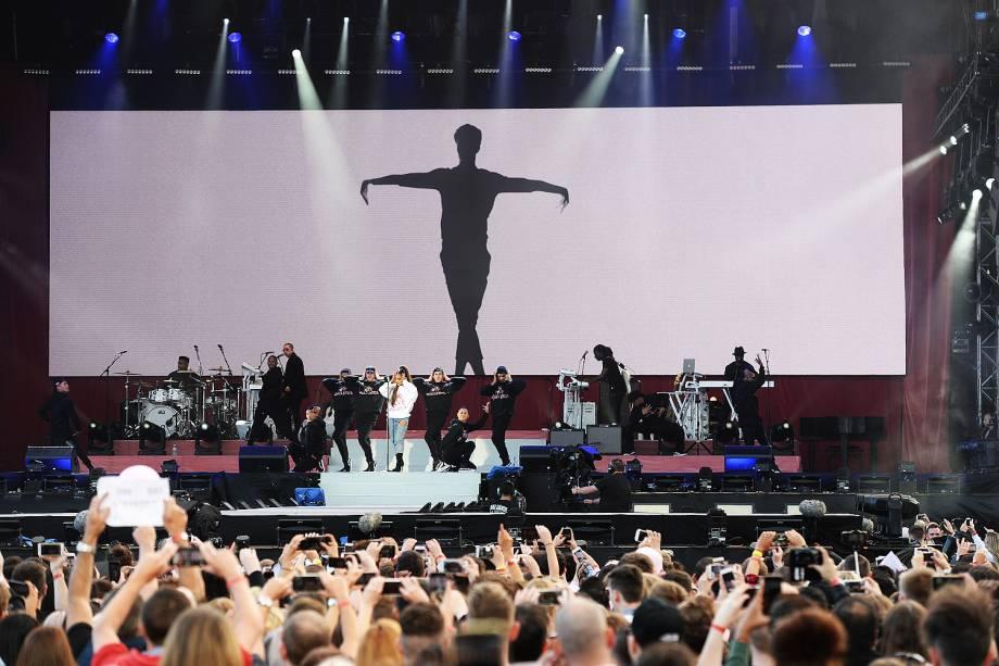 Ariana Grande durante show beneficente One Love Manchester - 04/05/2017