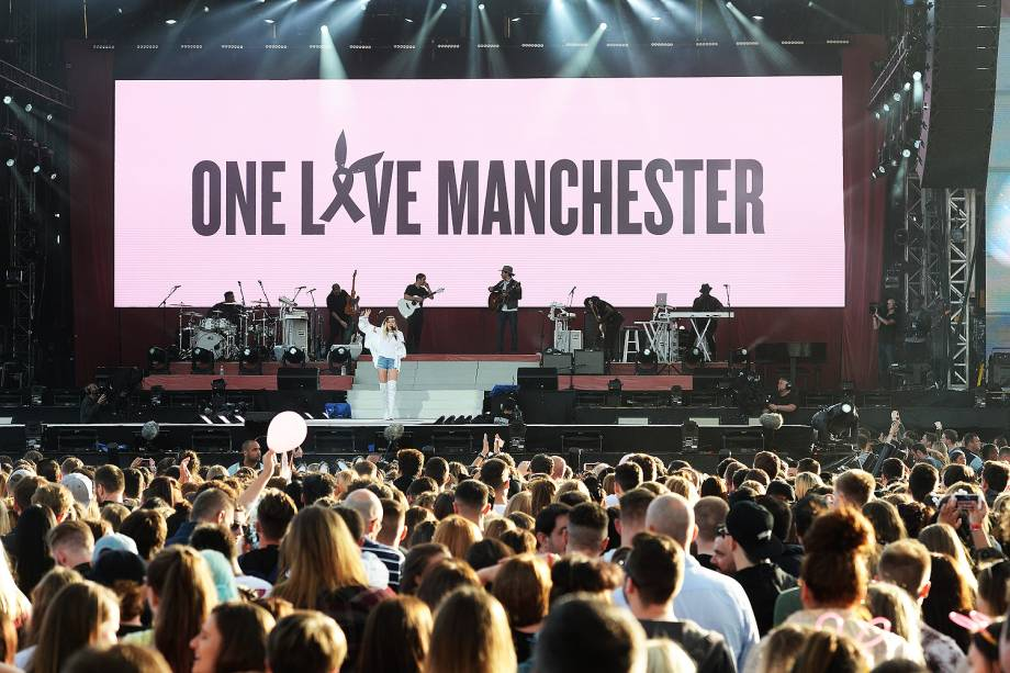 Miley Cyrus durante show beneficente One Love Manchester - 04/05/2017