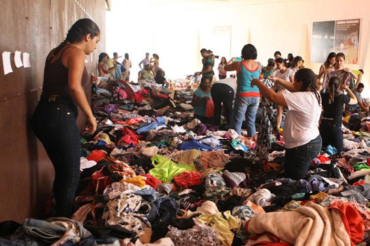 Ginásio de Mariana (MG) recebe doações para as vítimas do rompimento da barragem