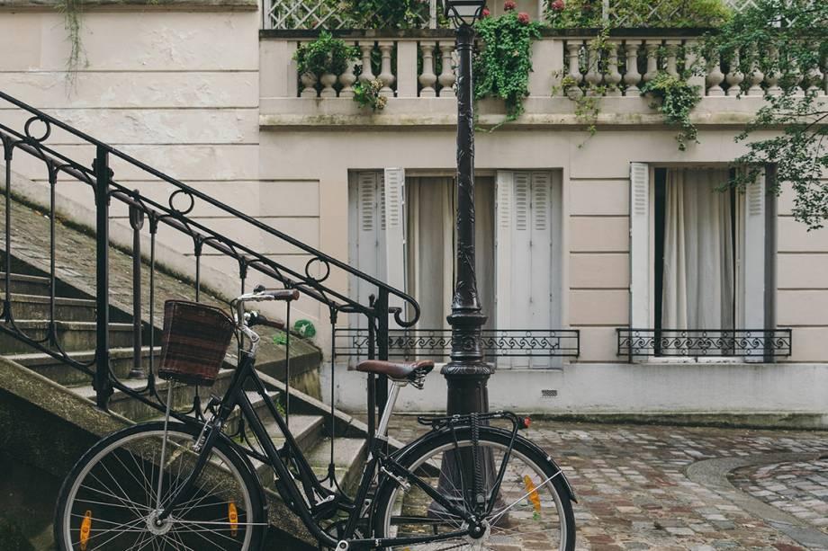 """<p style=""""text-align:justify;""""><span style=""""font-weight:400;"""">Passeio de bicicleta por Paris, com paradas em padarias, mercados e lojas de vinho</span></p>"""