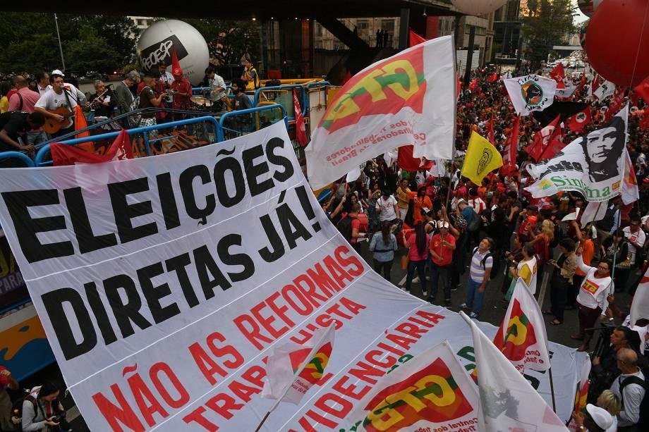 Manifestantes se reúnem na avenida Paulista, região central da cidade, para mais um dia de protesto contra as reformas trabalhista e da Previdência propostas pelo governo do presidente Michel Temer e por eleições diretas - 30/06/2017