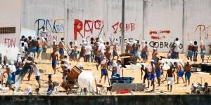 Presídio não tem celas desde uma rebelião de março de 2015, quando detentos arrancaram as grades e trancas.