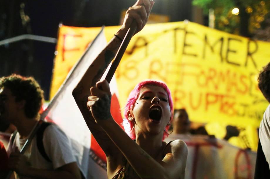 Manifestantes se reúnem no centro do Rio de janeiro para protestar contra o governo de Michel Temer. Os manifestantes pedem a saída do presidente e a convocação de eleições diretas - 30/06/2017