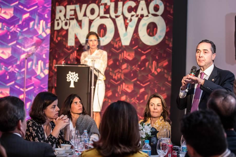 """Mesa de discussão durante o Fórum """"A Revolução do Amanhã: Transformação do Mundo"""""""