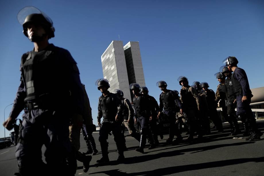 Forças militares reforçam segurança no Congresso Nacional devido a protestos contra as reformas do governo Temer, em Brasília - 30/06/2017