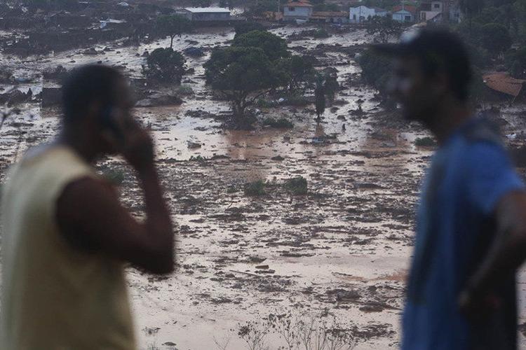 Vista dos estragos causados pelo rompimento da barragem de rejeito