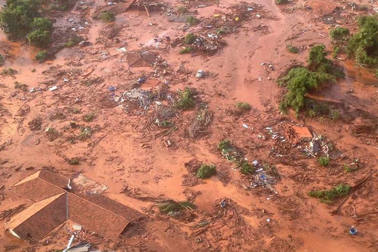 Barreira da mineradora Samarco se rompeu no distrito de Bento Rodrigues, Minas Gerais