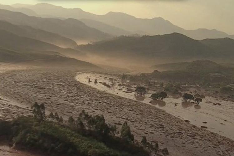 Barragem da mineradora Samarco se rompeu no distrito de Bento Rodrigues, no interior de Minas Gerais